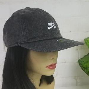 Nike SB Acid Wash Heritage 86 Hat Black OS